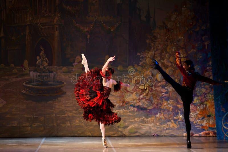 Bailarinas jovenes de los bailarines en la danza clásica de la clase, ballet imagen de archivo