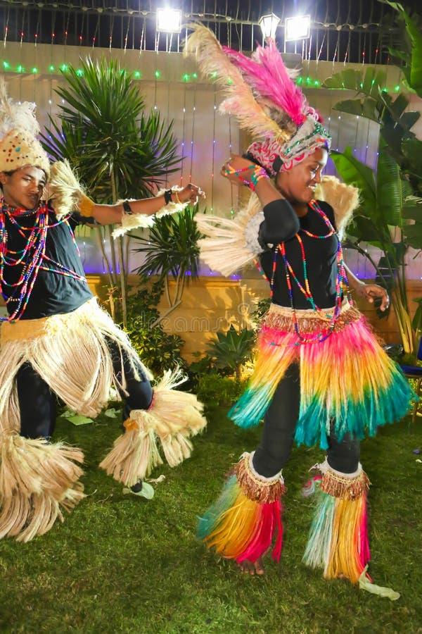 Bailarines africanos imagenes de archivo