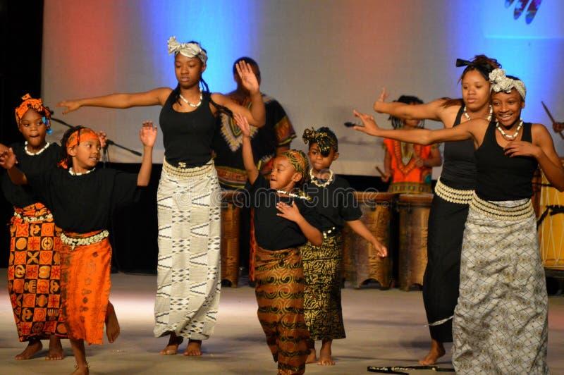Bailarines afroamericanos de la juventud imagenes de archivo