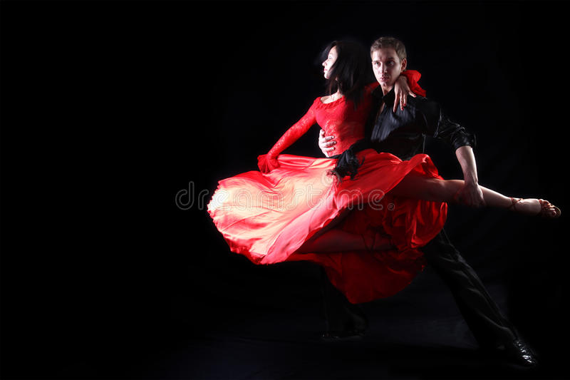Bailarines contra fondo negro fotografía de archivo