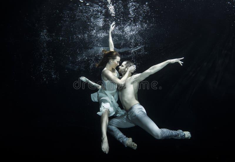 Bailarines de ballet subacuáticos fotografía de archivo libre de regalías