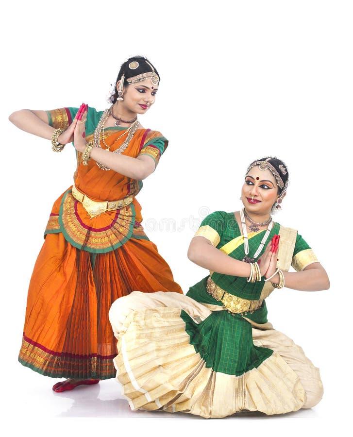 Bailarines de sexo femenino clásicos indios imagenes de archivo
