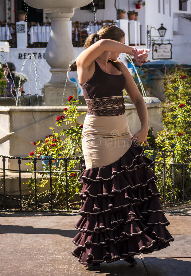 Bailarines del flamenco en la calle en Mijas España imagen de archivo