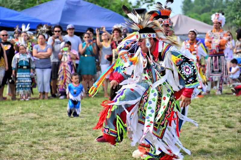 Bailarines del nativo americano fotografía de archivo libre de regalías