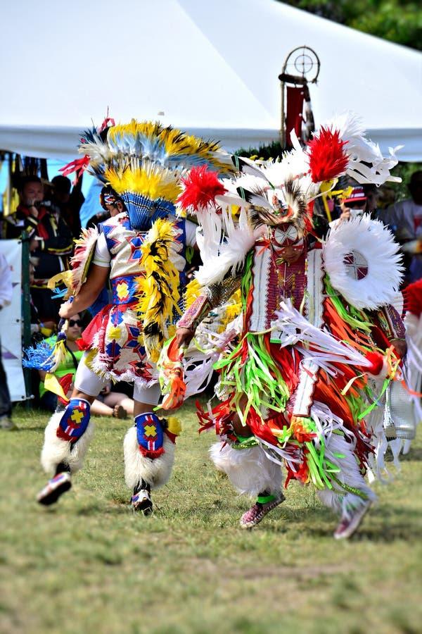 Bailarines del nativo americano fotografía de archivo