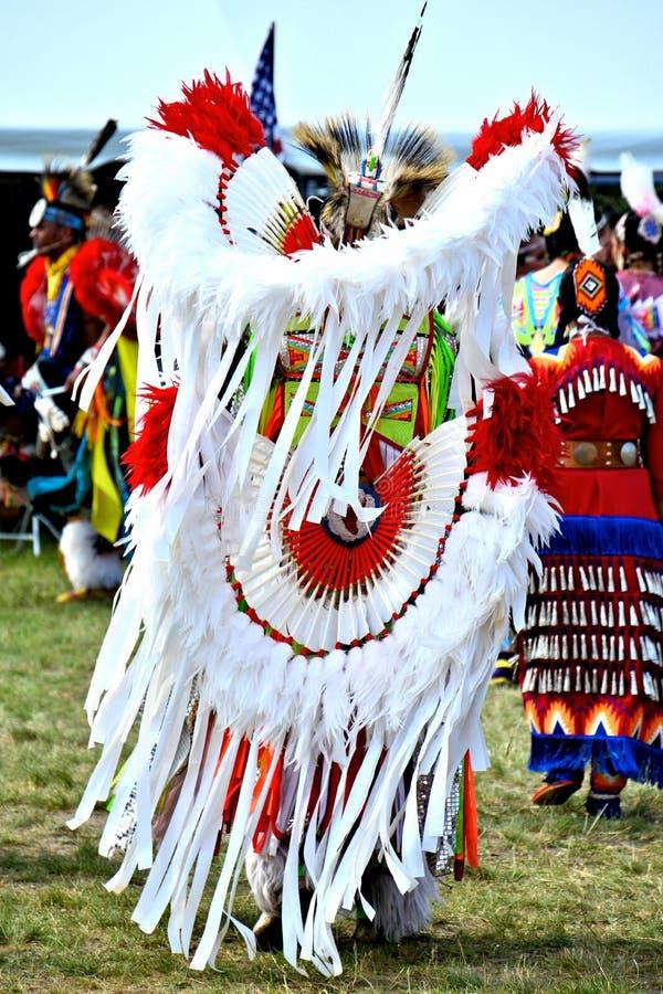 Bailarines del nativo americano imagen de archivo