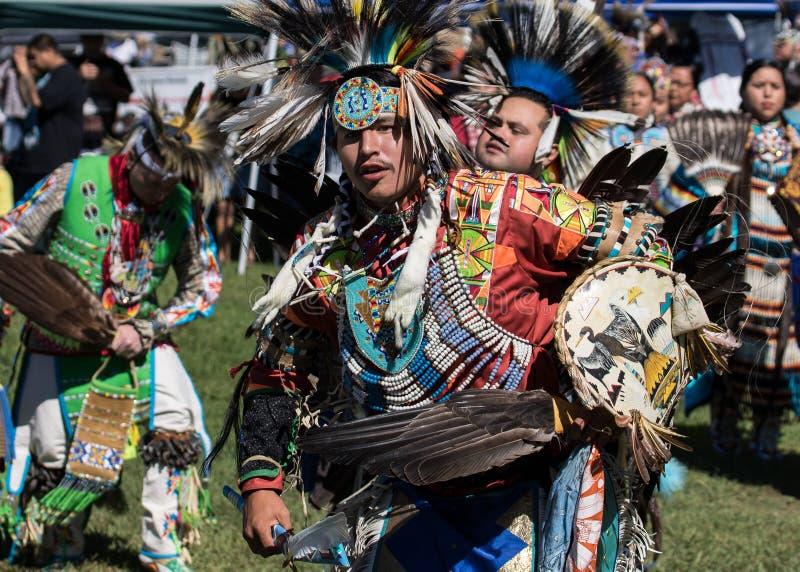 Bailarines del nativo americano imágenes de archivo libres de regalías