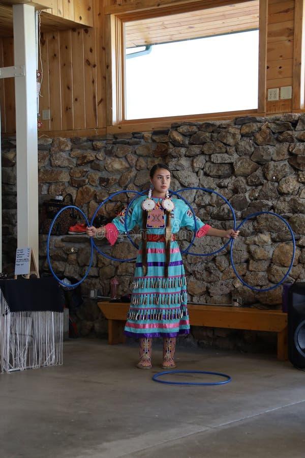 Bailarines del nativo americano imagenes de archivo
