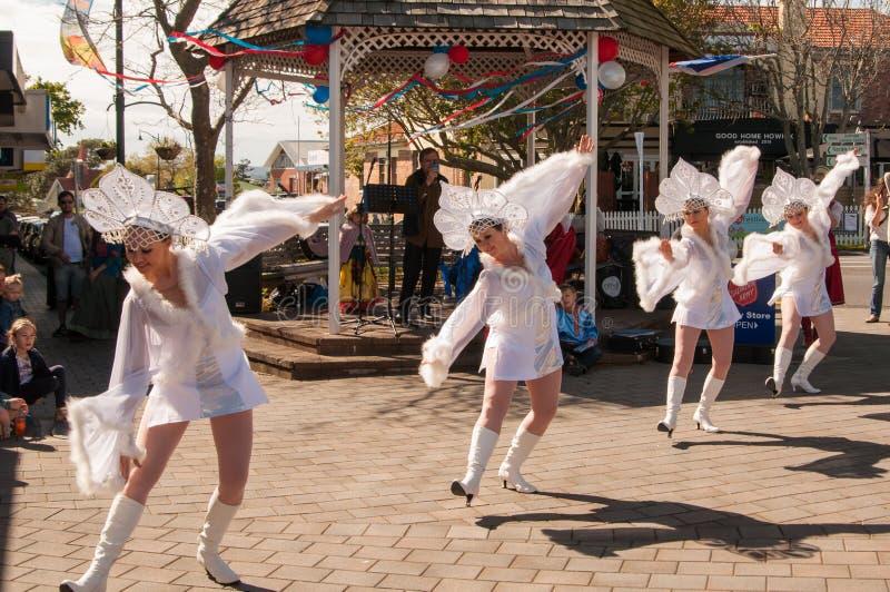 Bailarines en el día Auckland de Rusia fotos de archivo libres de regalías