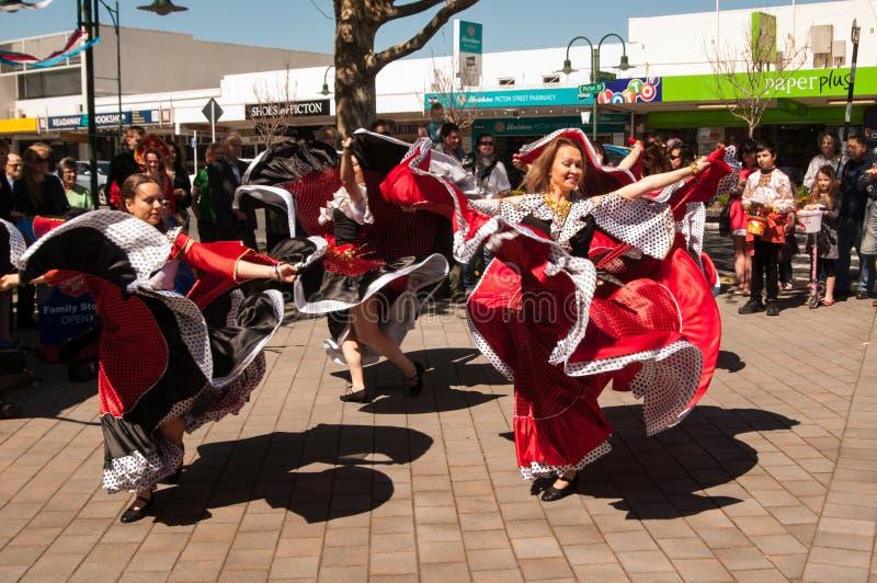 Bailarines en el día Auckland de Rusia imágenes de archivo libres de regalías