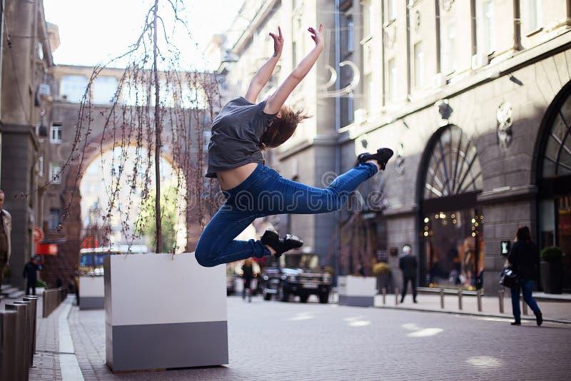 Bailarines en la calle imágenes de archivo libres de regalías