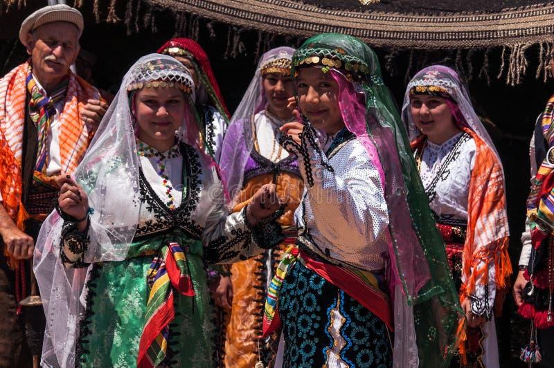 Bailarines en traje tradicional en Turquía imágenes de archivo libres de regalías