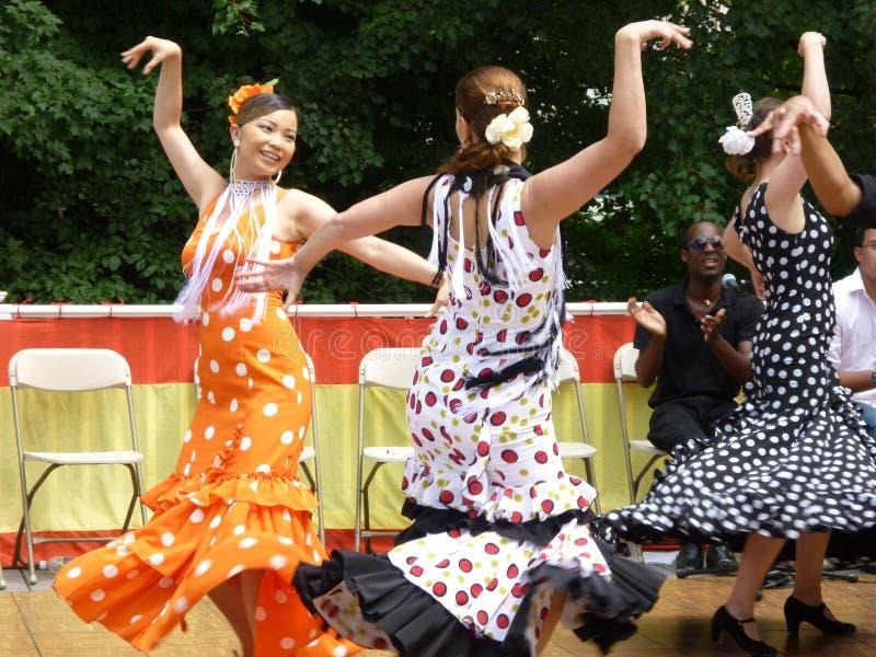 Bailarines españoles de las mujeres imagen de archivo libre de regalías
