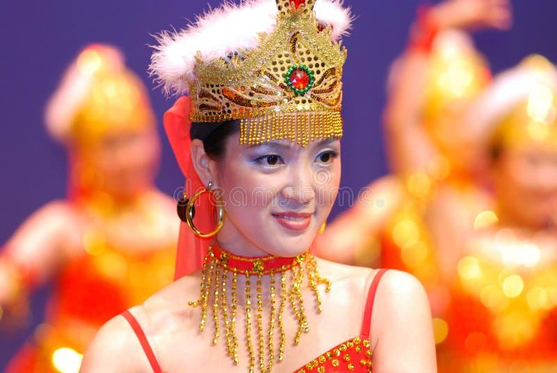 Bailarines jovenes en etapa imagen de archivo libre de regalías