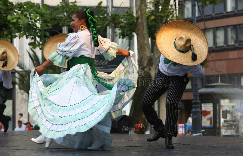 Bailarines mexicanos imagen de archivo