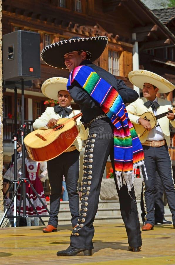 Bailarines mexicanos imagen de archivo libre de regalías