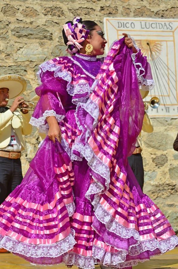 Bailarines mexicanos imágenes de archivo libres de regalías