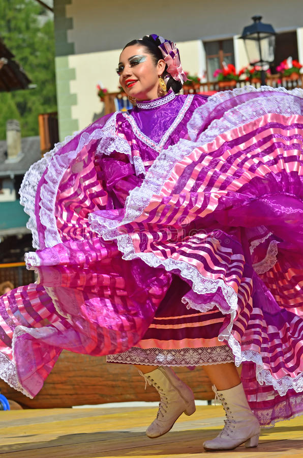 Bailarines mexicanos foto de archivo