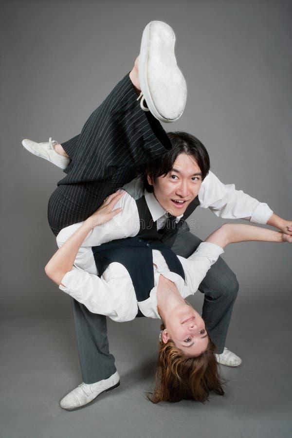 Bailarines mezclados del jazz de los pares fotografía de archivo libre de regalías