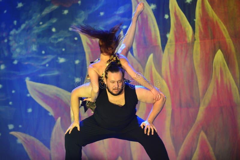 Bailarines modernos fotos de archivo
