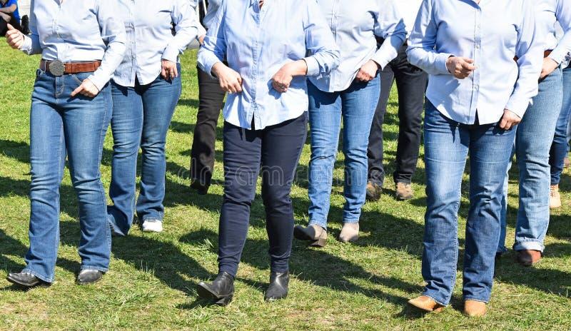 Bailarines occidentales al aire libre foto de archivo