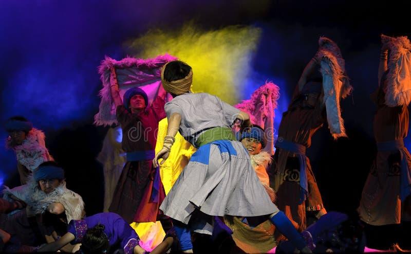 Bailarines populares chinos del grupo foto de archivo libre de regalías