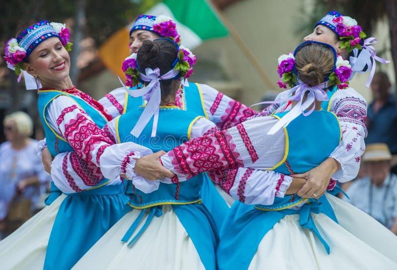 Bailarines populares ucranianos fotografía de archivo libre de regalías