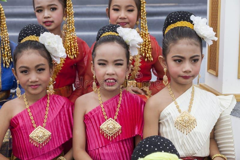 Bailarines tailandeses jovenes imagenes de archivo