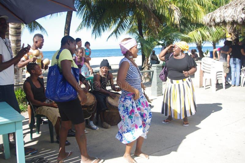 Bailarines tradicionales de Garifuna fotos de archivo