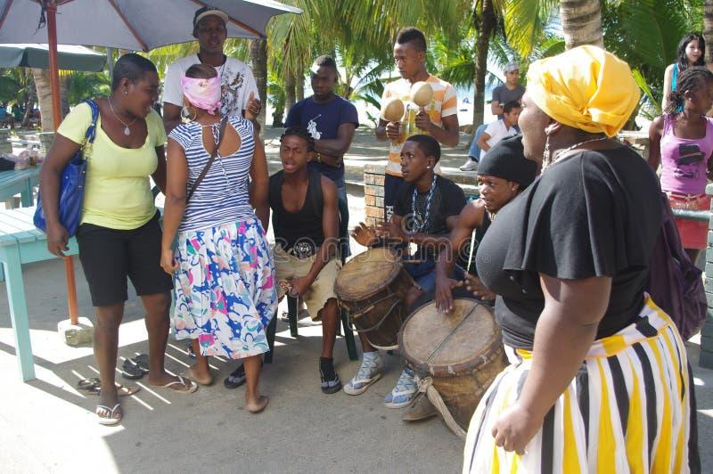 Bailarines tradicionales de Garifuna fotos de archivo libres de regalías