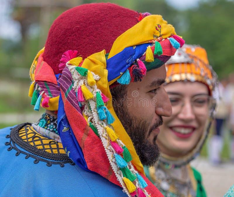 Bailarines turcos en traje tradicional fotografía de archivo libre de regalías