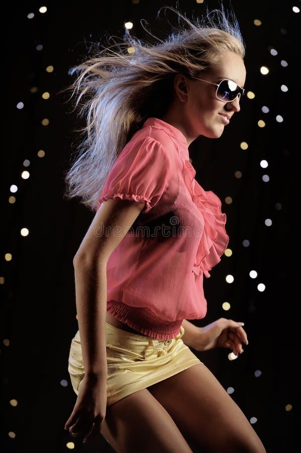 Baile atractivo de la mujer imágenes de archivo libres de regalías