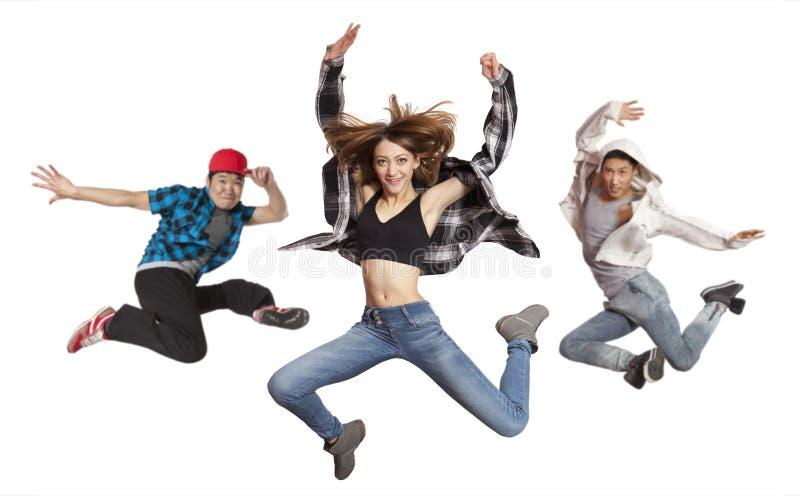 Baile de baile moderno de la práctica del grupo aislado fotografía de archivo