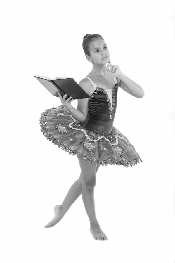 Baile de la bailarina de la muchacha mientras que libro leído Problemas de la carrera del ballet Privación de la bailarina de los imagenes de archivo