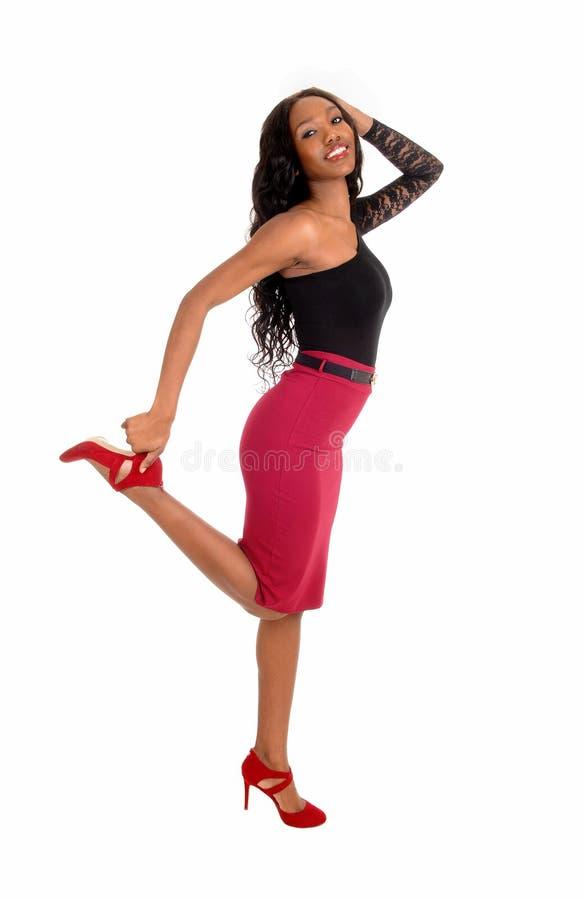 Baile de la mujer negra en piso imagen de archivo libre de regalías