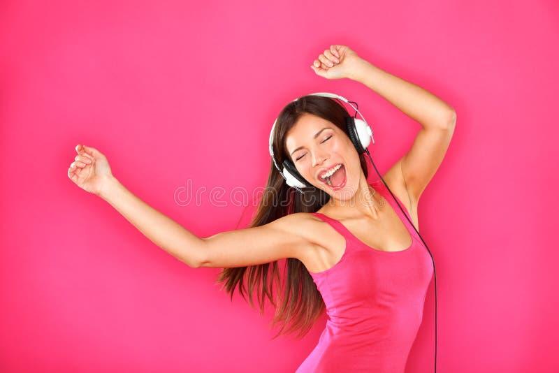 Baile de la mujer que escucha la música foto de archivo libre de regalías
