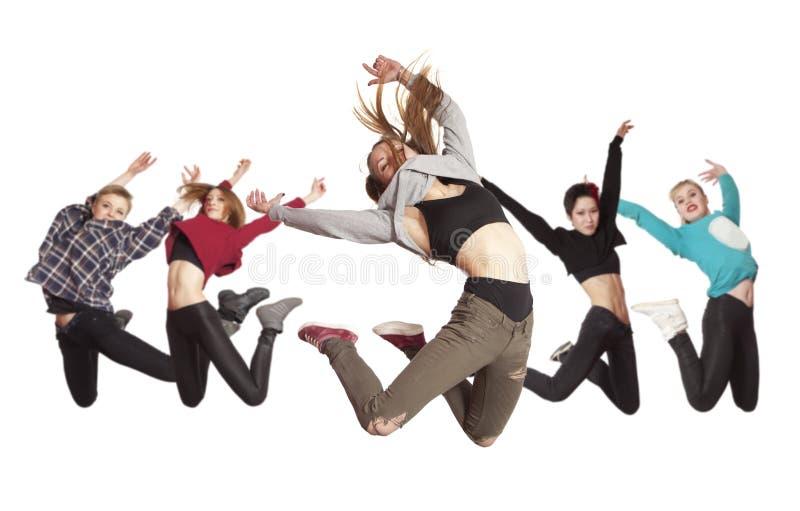 Baile de la práctica del grupo de la mujer aislado en blanco imagen de archivo