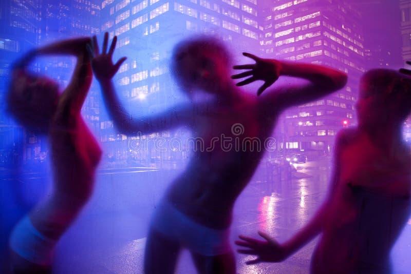 Baile de la silueta de las mujeres foto de archivo libre de regalías
