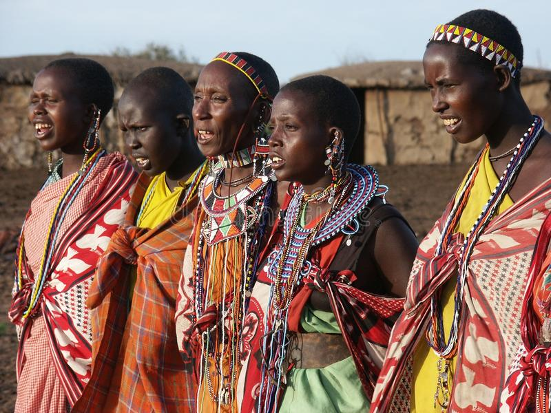 Baile de las mujeres de Maasai imagen de archivo
