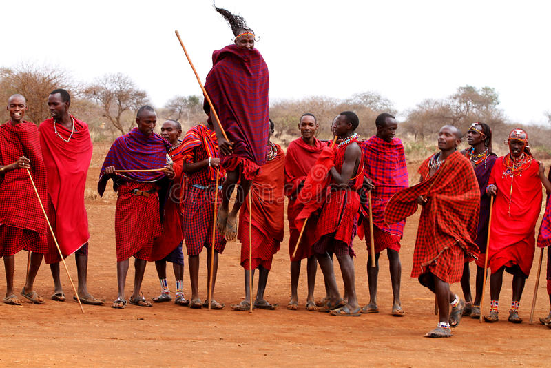 Baile de los guerreros del Masai fotos de archivo