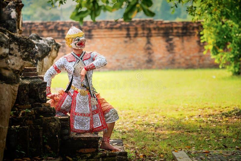 Baile de Tailandia de la cultura del arte en khon enmascarado en el ramayana de la literatura, mono clásico tailandés enmascarado fotos de archivo