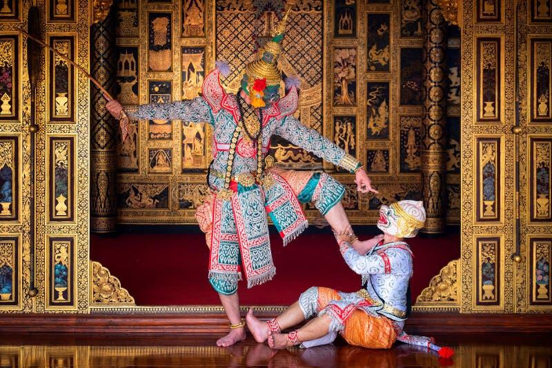 Baile de Tailandia de la cultura del arte en khon enmascarado en el ramayana de la literatura, mono cl?sico tailand?s enmascarado imagen de archivo