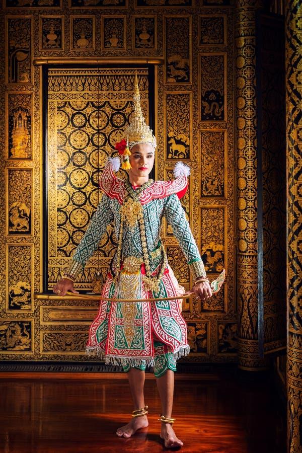 Baile de Tailandia de la cultura del arte en khon enmascarado en el ramayana de la literatura, mono cl?sico tailand?s enmascarado fotos de archivo libres de regalías