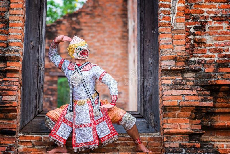 Baile de Tailandia de la cultura del arte en khon enmascarado en el ramayana de la literatura, mono cl?sico tailand?s enmascarado imágenes de archivo libres de regalías