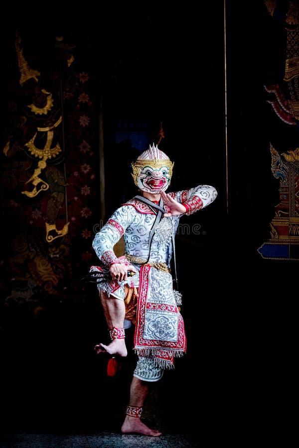 Baile de Tailandia de la cultura del arte en khon enmascarado en el ramayana de la literatura, mono cl?sico tailand?s enmascarado imagen de archivo libre de regalías