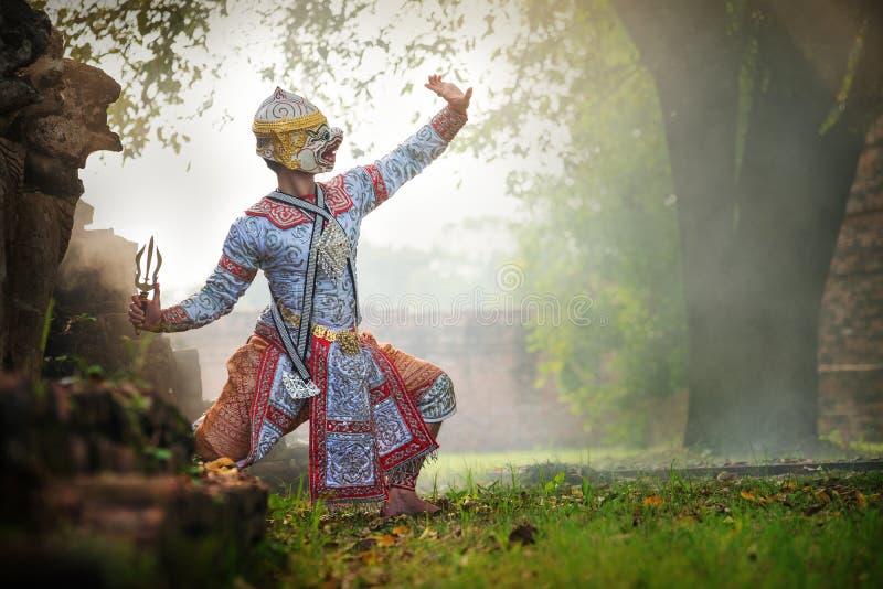 Baile de Tailandia de la cultura del arte en khon enmascarado en el ramayana de la literatura, mono cl?sico tailand?s enmascarado fotografía de archivo libre de regalías