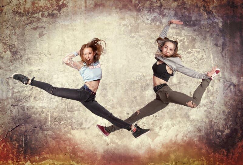 Baile del ballet moderno de la mujer joven imagen de archivo libre de regalías