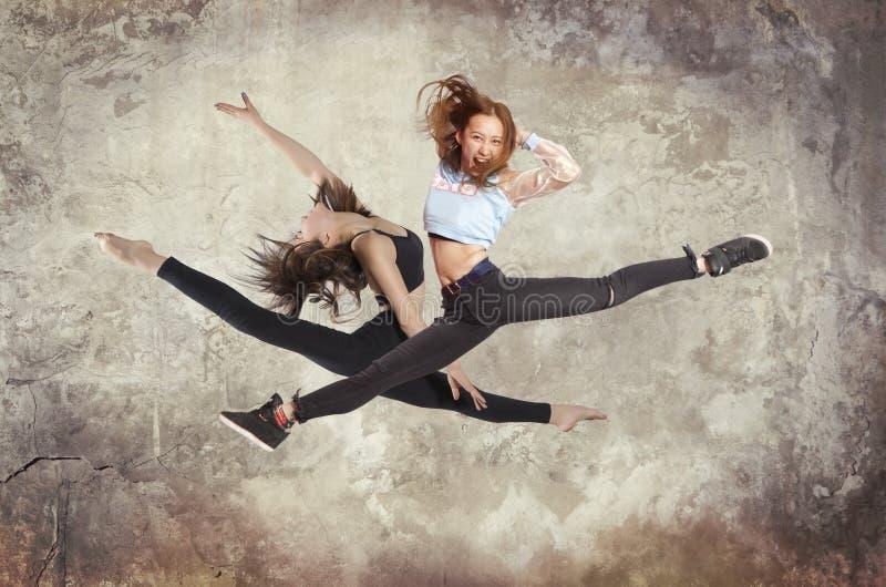 Baile del ballet moderno de la mujer joven foto de archivo libre de regalías