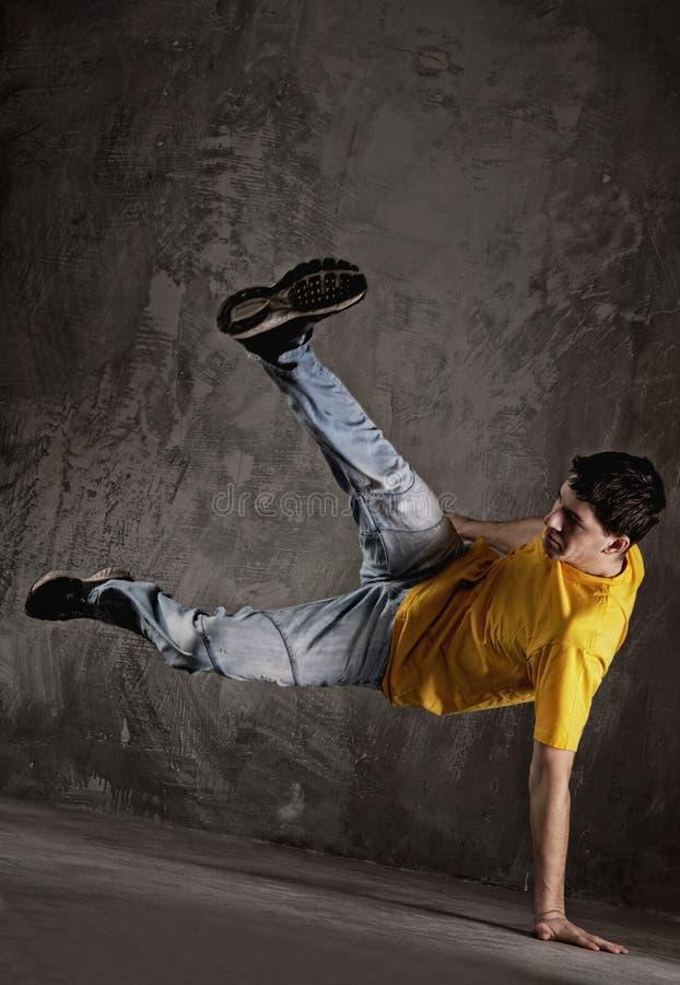 Baile del hombre joven   fotografía de archivo