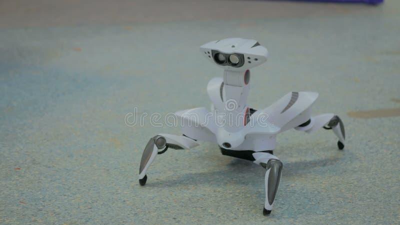 Baile futurista de la araña del robot fotos de archivo libres de regalías